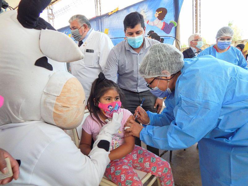 Más de 1,2 millones de niños iniciaron su vacunación contra el coronavirus en todo el país